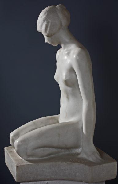 болгарская скульптура, Андрей Николов, сидящая фигура