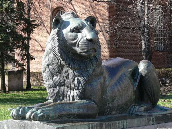 Болгария, памятник, бронзовый лев, болгарская скульптура